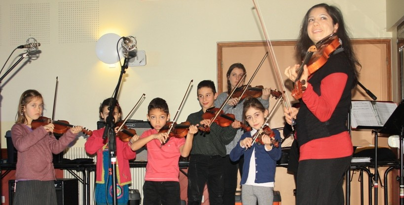 classe violon Suzuki - concert du nouvel an 2014 - amgrezieu